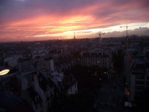 A sun set I captured in Paris.